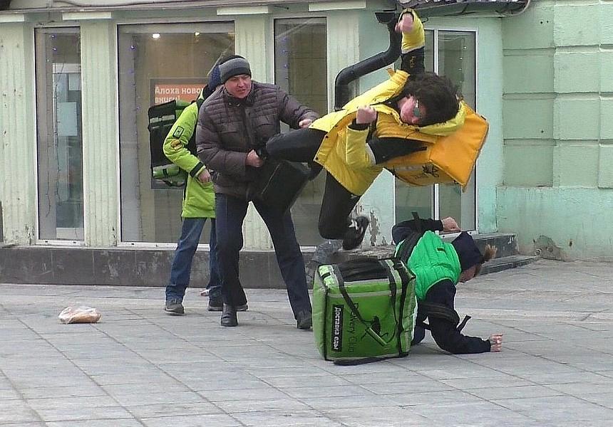 """Власти Москвы хотят проверить Delivery Club и """"Яндекс.Еду"""""""