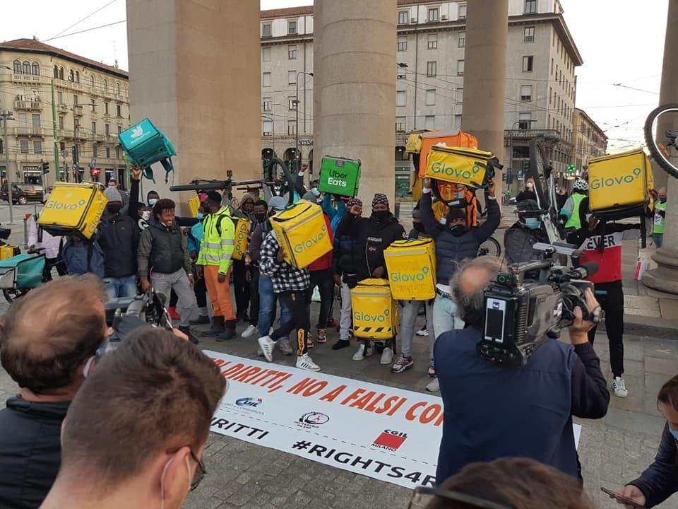 Итальянские курьеры устроили шестидневную забастовку