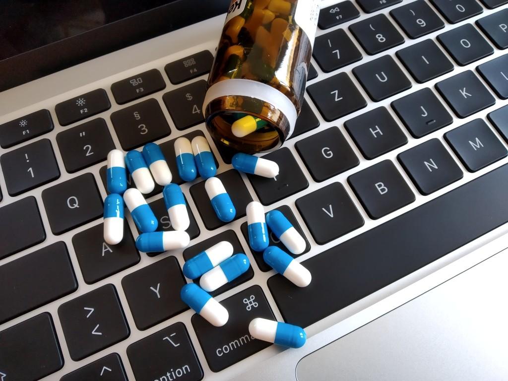 Минздрав: 242 аптеки получили лицензии на дистанционную торговлю медпрепаратами
