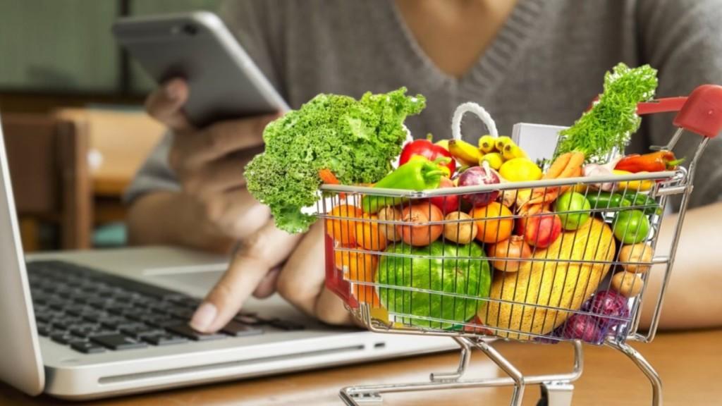 Сбер: россияне предпочитают покупать продукты по-старому