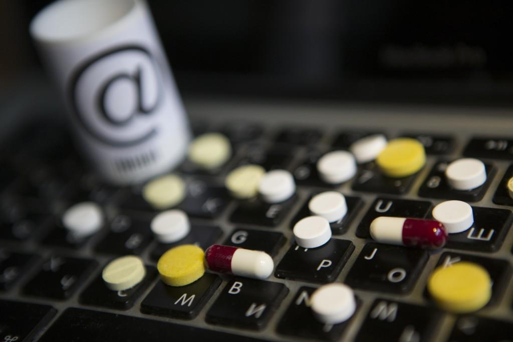 БАДы через Интернет разрешат продавать только аптекам