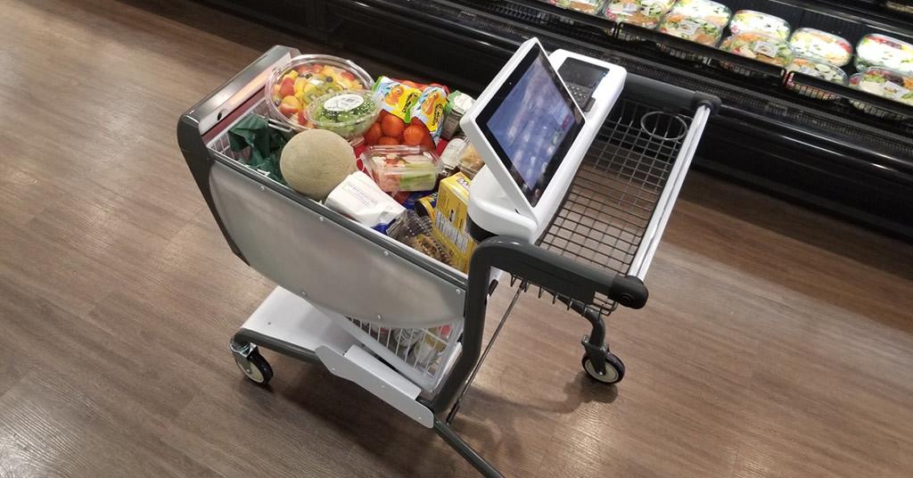 Встроили в покупательскую тележку весы, интернет-магазин и кассовый аппарат (видео)