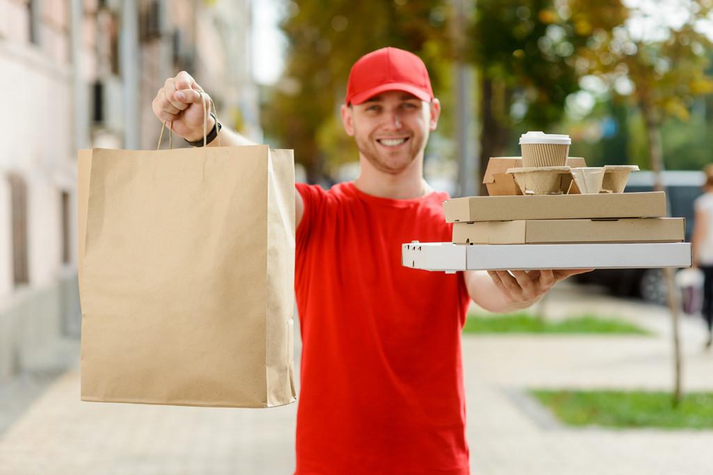 В России значительно увеличилось число ресторанов с доставкой
