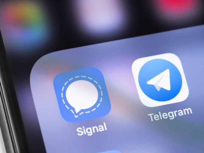 Пользователи мессенджеров массово устанавливают Telegram и Signal