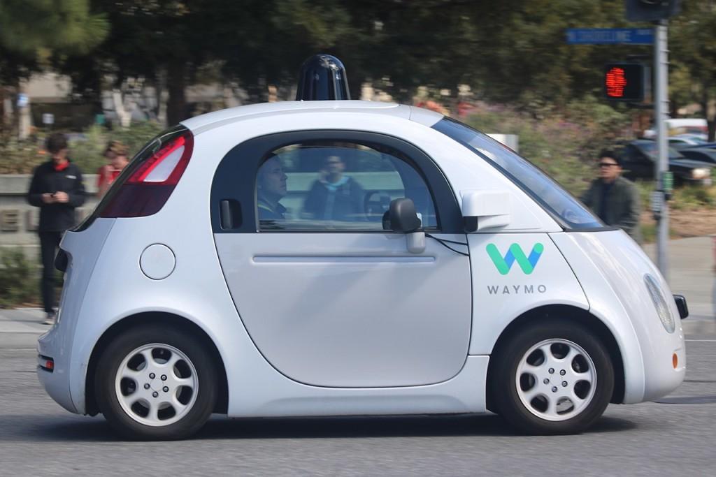 Самоуправляемая только Tesla? Почему Waymo больше не хочет называть свои авто Self-Driving