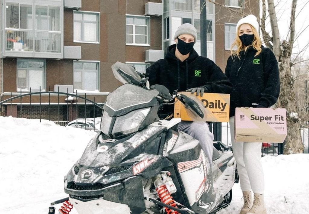 В Москве освоили доставку еды на снегоходах