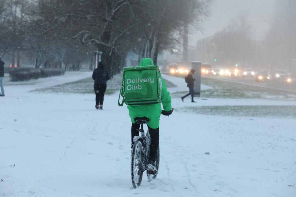 Снежный коллапс: как реагируют службы доставки