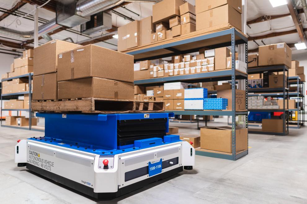 Новые роботы для склада: вилочные погрузчики и их водители больше не нужны (видео)