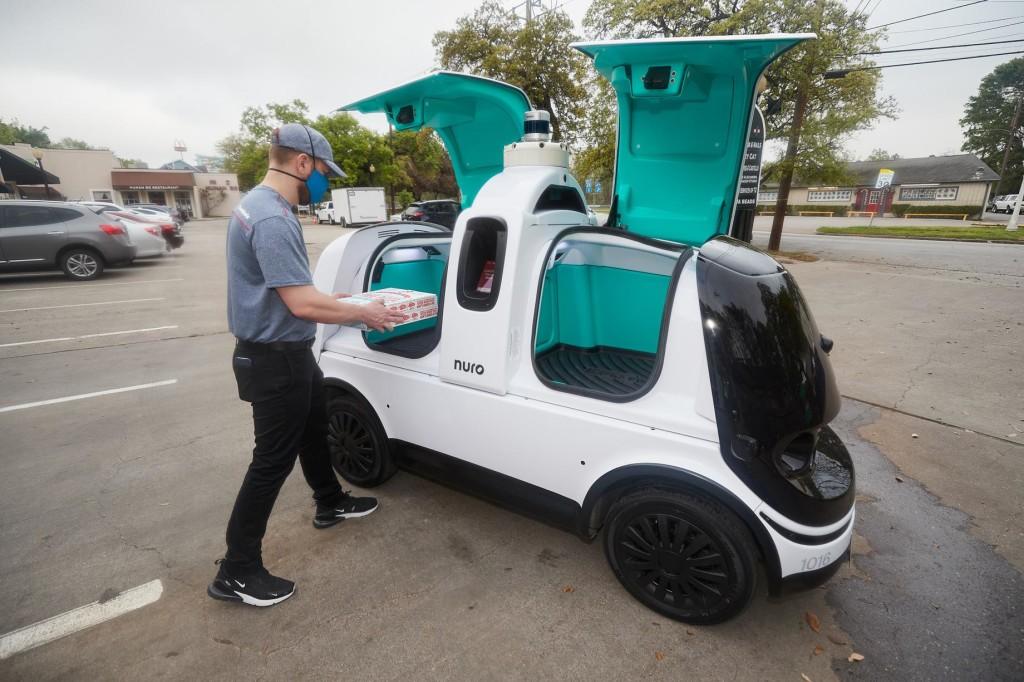 Пиццу Domino в Хьюстоне повезут роботы