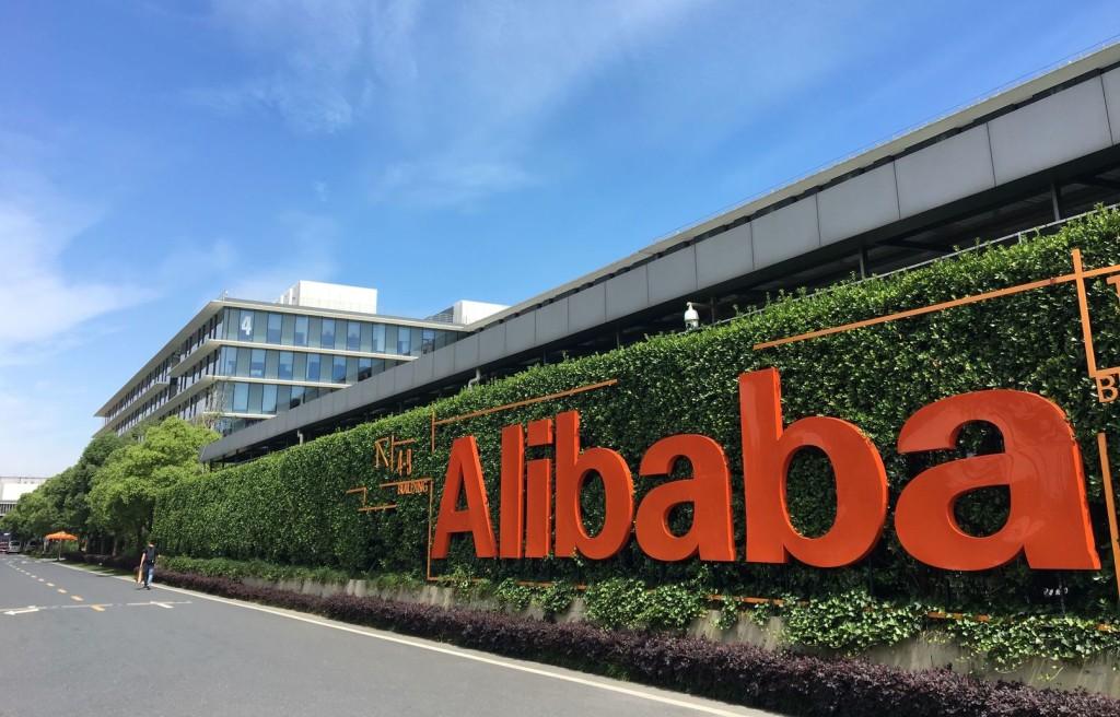 Вера в ecommerce: акции Alibaba дорожают даже на фоне огромного штрафа, наложенного на компанию