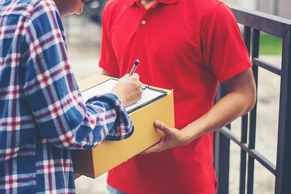 ФНС проверит сервисы доставки еды на законность работы самозанятых в качестве курьеров