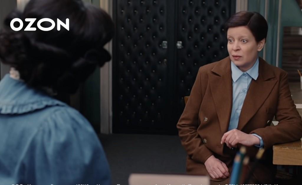 """Ozon запустил новую рекламную кампанию, пересняв """"Служебный роман"""""""