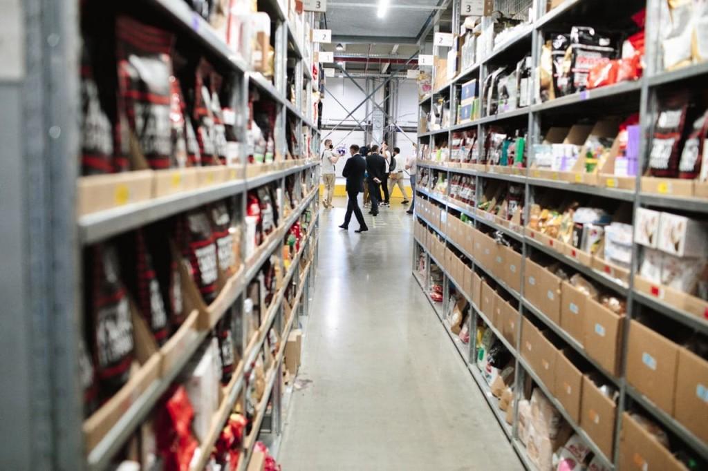 Неожиданный гость Ozon'а. Что делал министр на складе в Хоругвино (Фоторепортаж)