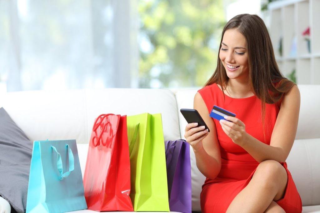 Data Insight: Онлайн-рынок одежды и обуви в 2020 году вырос на 40%, лидер - Wildberries