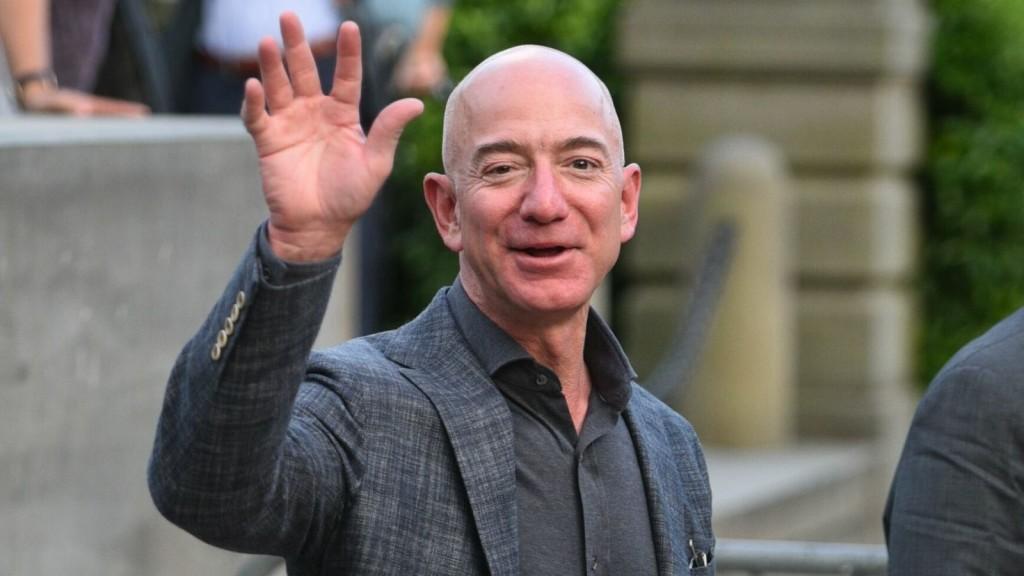 Сегодня основатель Amazon Джефф Безос уволился. Напоминаем, кто теперь вместо него и чем займется самый богатый онлайн-торговец