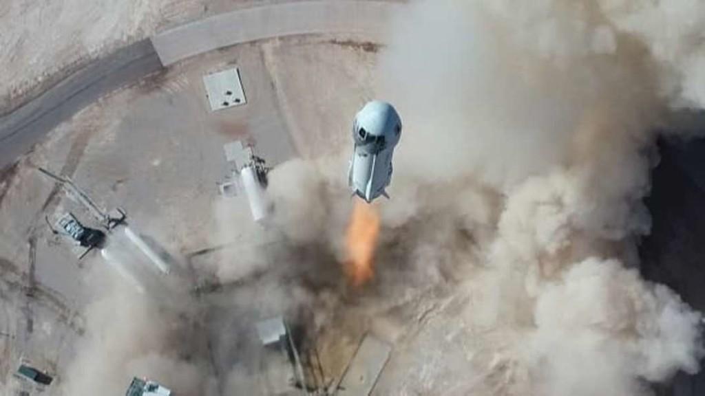 Сегодня основатель компании Amazon слетал в космос и вернулся обратно