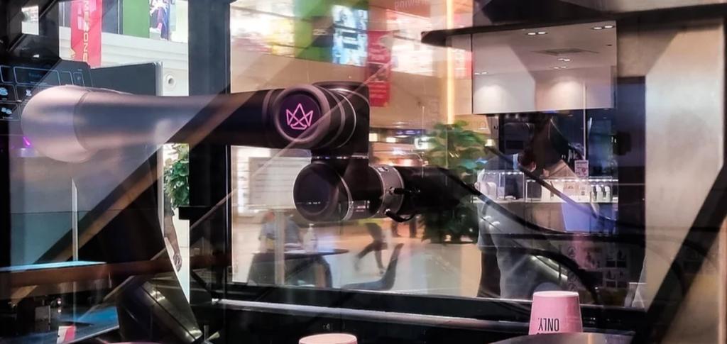 200 порций в час и ни одного барристы! Посмотрите, как работает сингапурский робот, делающий кофе (ВИДЕО)