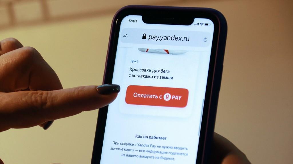 """Яндекс начислит кешбэк в баллах """"Плюса"""" за оплату через Yandex.Pay даже в сторонних интернет-магазинах и сервисах. Но тут есть нюансы"""