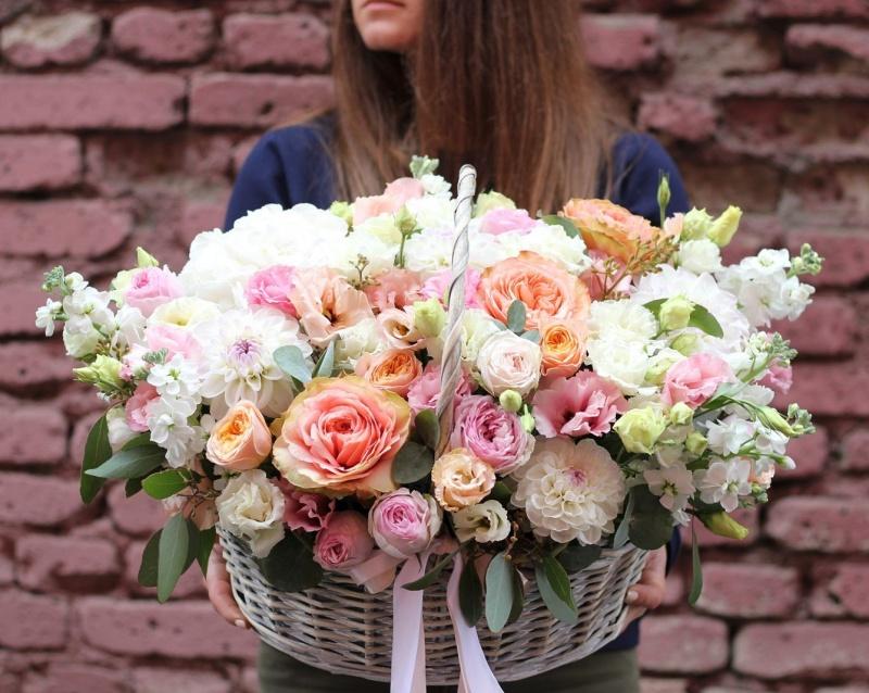 На российском AliExpress появились живые цветы: как магазинам попасть в новую категорию и на какие продажи можно рассчитывать