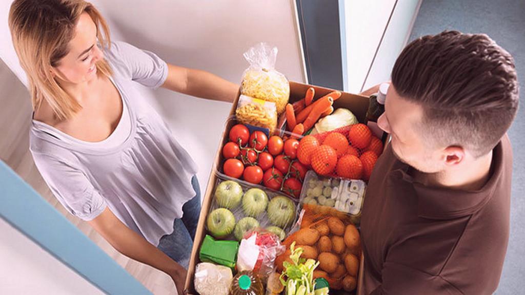 Заказывают все чаще, но все меньше: продажи продовольствия в Сети увеличились в 2,7 раза, а средний чек просел на 26%