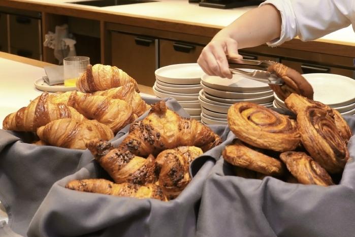 """Выросли на доставке: поставщик """"Самоката"""", """"Азбуки вкуса"""" и Ozon Express запустил под собственным брендом сеть булочных с пекарнями"""