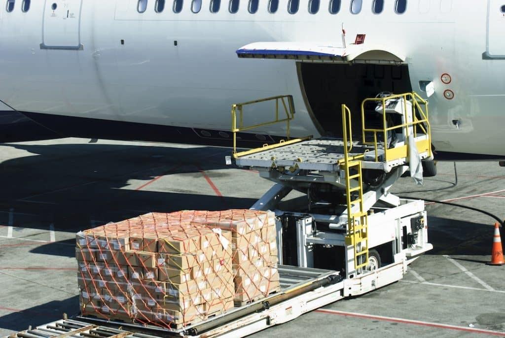 Авиаперевозки грузов из Китая становятся все более выгодными из-за подорожавшего морского фрахта